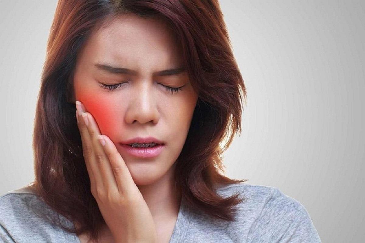 Bệnh nhân sưng má khi mọc răng khôn