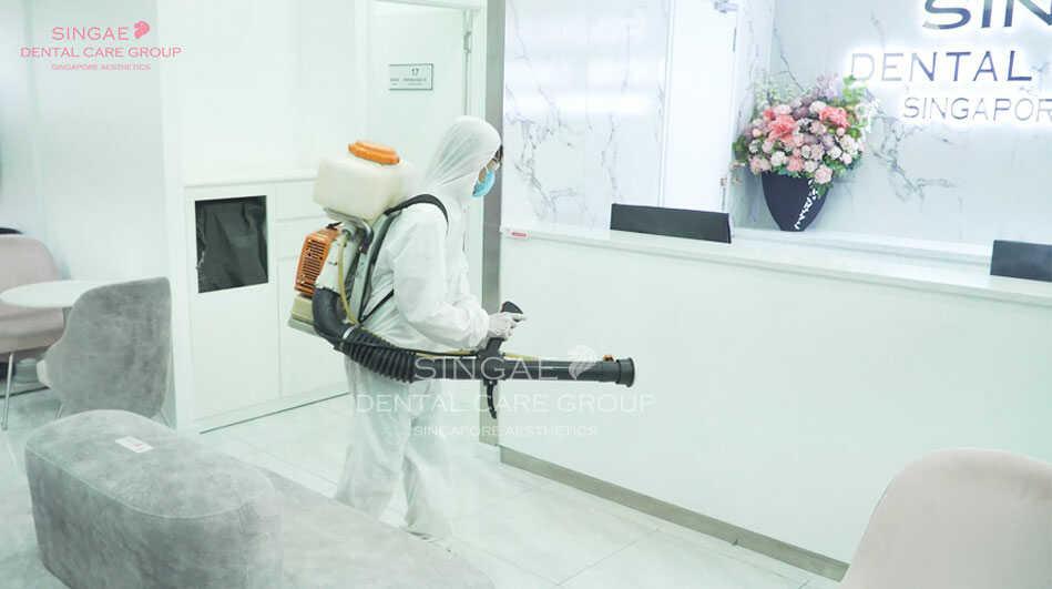 Phòng khám Singae phun khử khuẩn