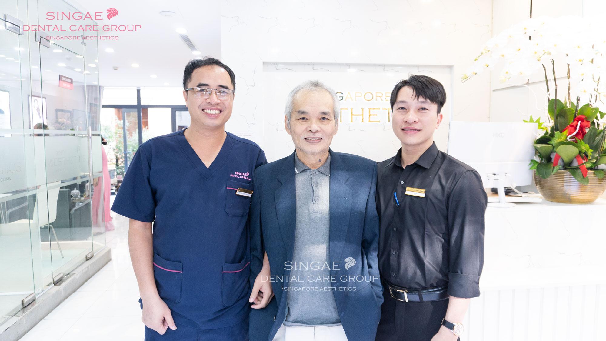 Bác sĩ và khách hàng
